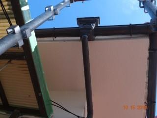 軒天です。今回はモルタルですので、下塗りも行うので3回塗りです。