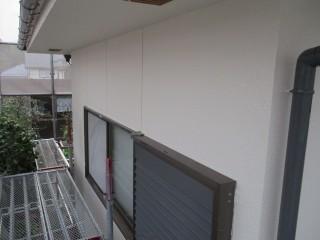 軒天と同じ塗料を使ったことでとてもきれいに仕上がりました。