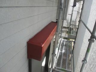 シャッターBOXです。塗膜を剥がしてさび止め塗料、上塗り塗料で仕上げます。
