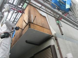 バルコニーの外壁を張替えます。下地も補修します。